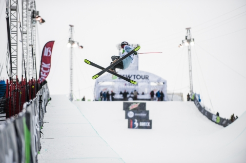 Brita Sigourney flying to victory at Dew Tour in Breckenridge (Alli Sports)
